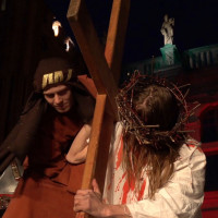 Jezus skazany pod Złotą Bramą. Spektakl na Głównym Mieście