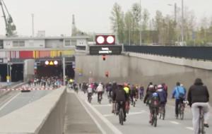 Przejedź rowerem pod Martwą Wisłą
