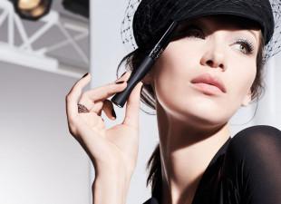 Akcesoria kosmetyczne: trendy i polecenia wizażystek
