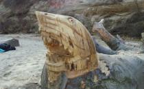 Nowe tajemnicze rzeźby na plaży w Babich...