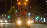 Nocami malują pasy na jezdniach