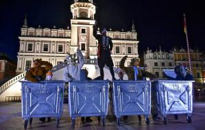 Festiwal FETA. Kłopotliwe rekwizyty: kontenery na śmieci poszukiwane