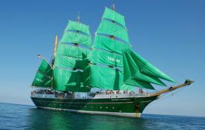 Żaglowiec z zielonymi żaglami od piątku w Gdyni