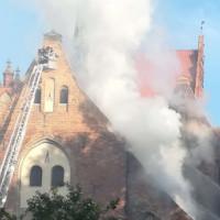 """Pożar dachu kościoła Piotra i Pawła na Żabim Kruku. """"Sytuacja opanowana"""""""