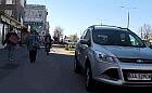 Gdynia: słupki ochronią pieszych na chodniku
