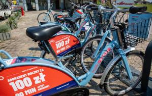 Obcokrajowcy korzystają z roweru Mevo