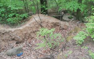 Przypadkiem odkryli w lesie ciało zaginionego