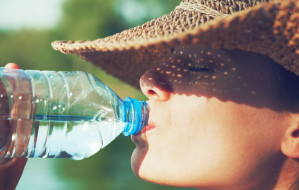 Okiem dietetyka: prawidłowe nawodnienie latem