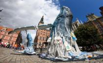 Sześciometrowa rzeźba wieloryba przy...
