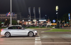 Zamknięty parking i zwężenie sposobem na nocne wyścigi?