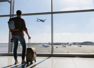 Pakujesz bagaż podręczny? Podpowiadamy, o czym warto pamiętać
