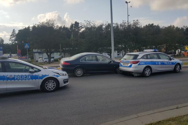 Policjant strzelał do szarżującego, pijanego kierowcy