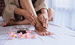Jak zadbać o stopy po wakacjach? Podpowiada ekspert Wyższej Szkoły Zdrowia w Gdańsku
