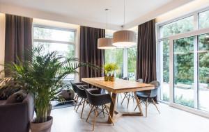 Jak Oni Mieszkają: nowoczesny dom otoczony zielenią