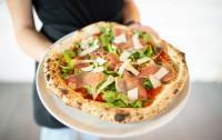 Różne wcielenia pizzy. Gdzie zjemy rzymską, gdzie nowojorską?