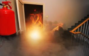 Bezpieczeństwo pożarowe. Dodatkowe kraty i stare meble to zagrożenie