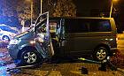 Pijany kierowca staranował światła, znak i barierkę, uderzył też w inne auto