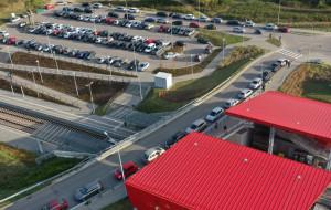 Za mało miejsc do parkowania, by przesiąść się na PKM