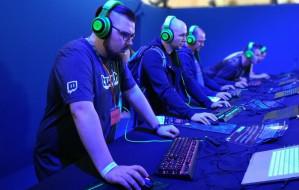 """E-sport. Przemysław """"Enno"""" Bądzelewski streamuje z miłości do gier i technologii"""