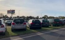 Tysiące aut wokół trójmiejskich cmentarzy
