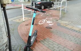 Coraz mniej utrudniających życie hulajnóg w Gdyni