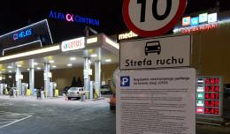 Płatne miejsca postojowe na stacji paliw