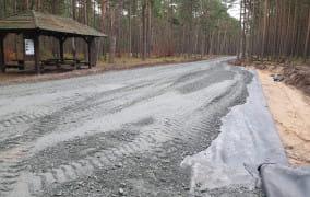 Droga przez las zaniepokoiła mieszkańców. Leśnicy tłumaczą