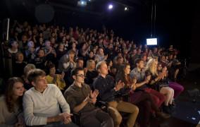 Spóźniony widz: utrapienie teatrów