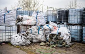 Nielegalne i niebezpieczne odpady na Przeróbce. Miasto będzie je usuwać