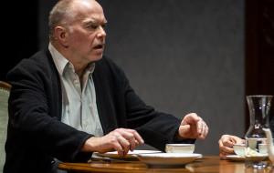 """Relacjonowanie Tołstoja. O """"Śmierci Iwana Iljicza"""" w Teatrze Wybrzeże"""
