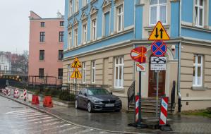 Słupki na Wajdeloty mają zlikwidować problem nielegalnego parkowania