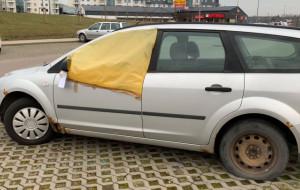 Coraz więcej zniszczonych aut przy pętli