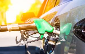Sprzedaż paliw niższa nawet o połowę