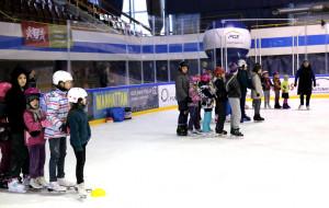"""Hala """"Olivia"""" zawiesiła sezon do 14 kwietnia. Lód rozmrożony. Karnety ważne"""