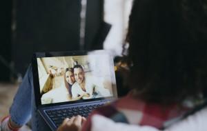 Życie towarzyskie toczy się na wideoczatach