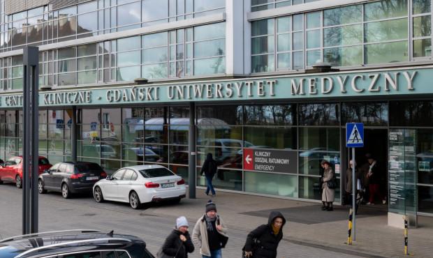 Studenci medycyny pomagają w walce z epidemią