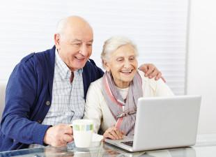 Aktywność w sieci sposobem na samotność seniorów. Zostają studentami