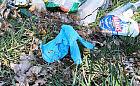 Zużyte rękawiczki zaśmiecają ulice i trawniki. Grozi za to mandat