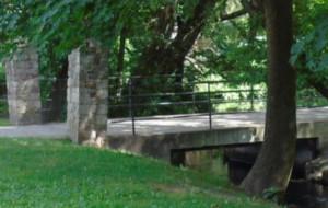 Mostek nad potokiem w parku Oliwskim do remontu
