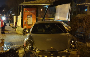 Porsche wjechało w przystanek: jest zażalenie na umorzenie sprawy