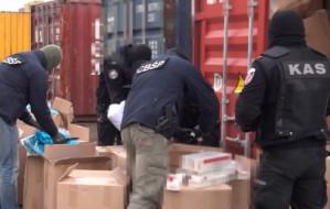 Skradziono 10 mln papierosów z magazynu celników