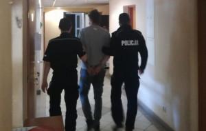 27-latek kopnął 70-latkę z Gdyni w plecy i ukradł jej torebkę