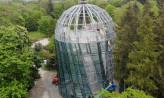 Trwa montaż 420 szyb na palmiarni w Parku Oliwskim