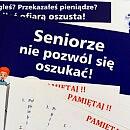 """Wyrzucił 30 tys. zł do śmietnika dla """"policjanta"""""""