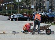 Betonowa kostka w reprezentacyjnym miejscu Gdyni