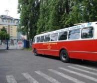 Zabytkowym autobusem przez stocznię