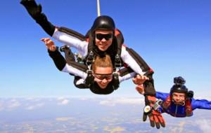 """""""Swobodnie"""" nie znaczy bez adrenaliny. Spadochroniarstwo w Trójmieście"""