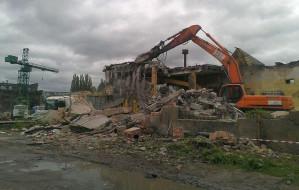 Kolejne budynki stoczni burzone. Na razie nic nie powstanie w ich miejsce