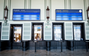 Wyświetlacze na dworcu w Gdyni zadziałają do końca roku