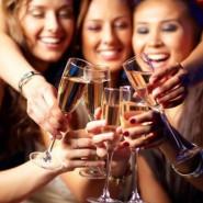 Kobiety, wino i kino, czyli randka z kobiecością